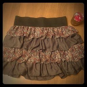 Ruffled mini skirt size L Allen B gray floral